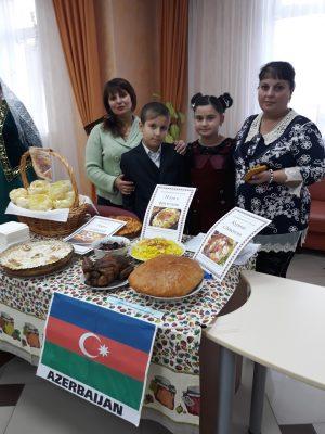 Сайрахмонова Хатича и Кострецов Валентин вместе с мамами