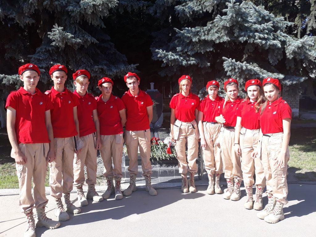 Члены юнармейского отряда школы — участники митинга.