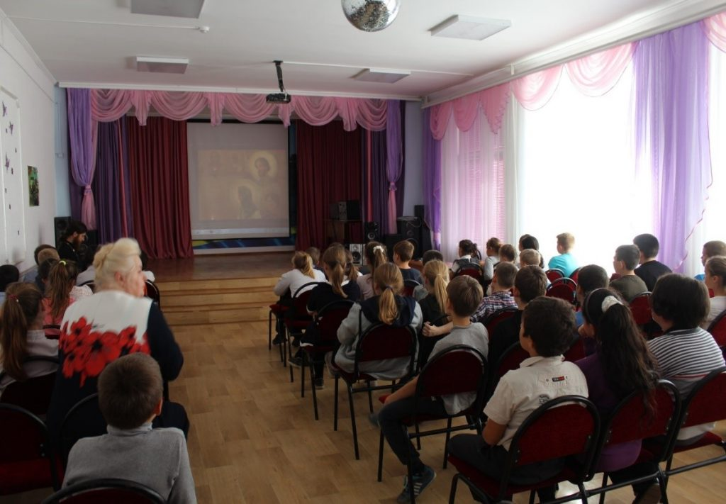 На встрече был показам фильм по духовно-нравственному воспитанию.